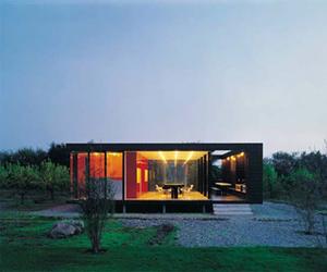Minimalist 20x20 House by Felipe Assadi