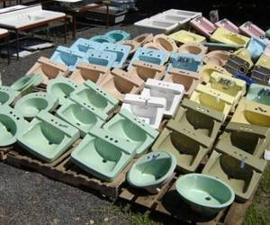 Mint-Condition Vintage Bath Fixtures
