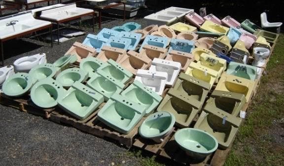 Mint Condition Vintage Bath Fixtures