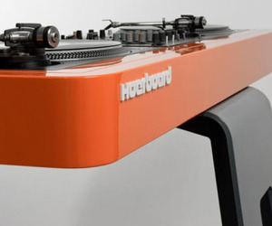 Mix It Up: The Ultra-Modern Hoerboard Scomber Mix DJ Stand
