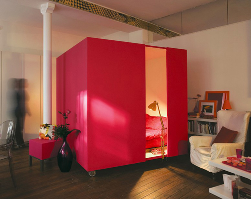 : canopy-bed-studio-apartment - designwebi.com