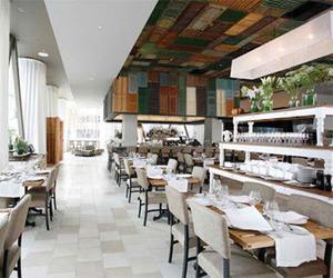 Modern and luxury Dining Room bar by Ella