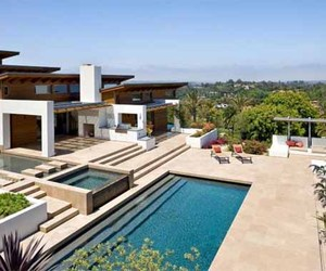 Modern Hilltop House Design in California by Safdie Rabines