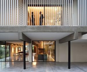 Modern Home by Pitsou Kedem Architects