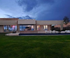 Modern House Design with the Fresh Natural