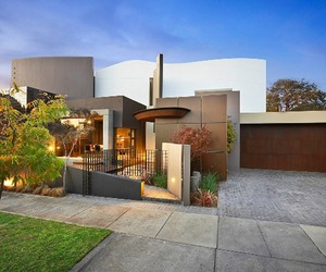 Modern luxury home in Australia