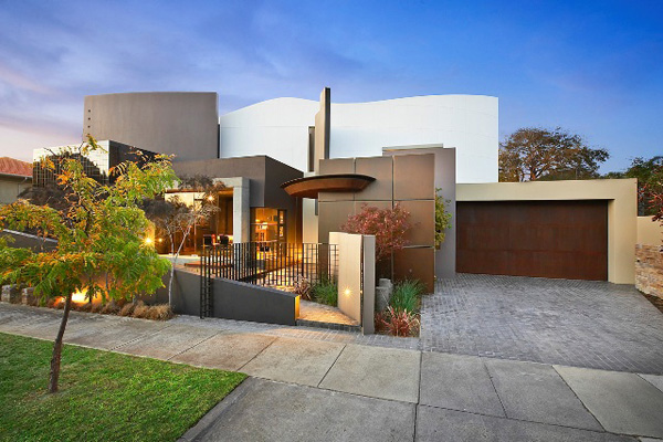 Modern luxury home in australia for Luxury house exterior designs