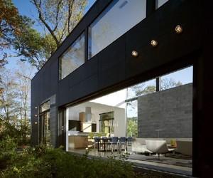 Lujan House: Modern Residence in Delaware