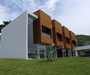 House on Lot 23: Modern Residence in Columbia
