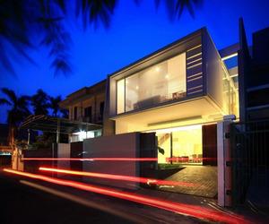 Modern Satu House by Chrystalline Architect