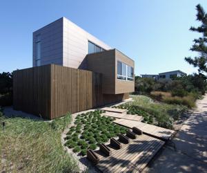 Modernist Design of Beach Walk House