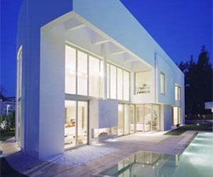 Monolithic Grandeur Wide Space Villa by KLab Architecture
