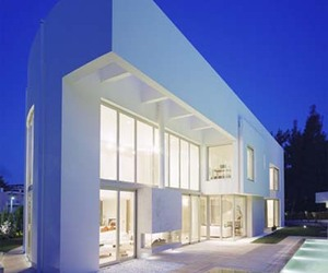 Monolithic Grandeur Wide Space Villa by KLab Architecture