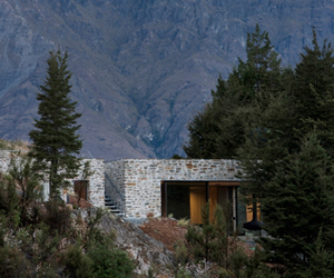 Mountain Retreat in New Zealand by Fearon Hay Architects