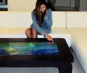 Multi-touch table by Mozayo