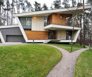 Offbeat Configuration of the Gorki House by Atrium