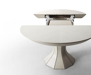 Opera – An Expandable Table by Bauline