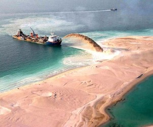 Palm Islands:  An Artificial Archipelago in Dubai