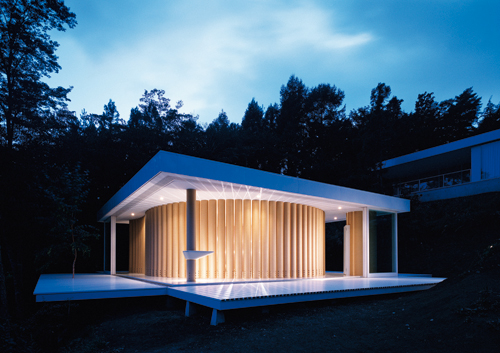 http://mat2.materialicious.com/images/paper-house-by-shigeruban-architects-o.jpg