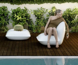 Pillow Outdoor Furniture creates a relaxing space