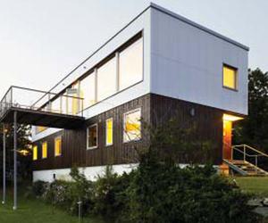 Plastic House by UNIT Arkitektur AB