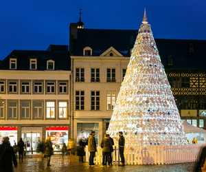 Porcelain Christmas Tree in Belgium by Mooz