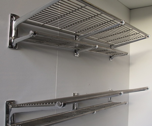 Railway luggage racks