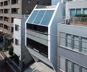 Ravine Duplex Residence by Apollo Architects and Associates