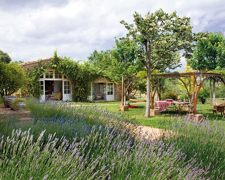Restored 18th century farmhouse by palau de casavells for Garden design 18th century