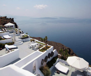 Romantic Honeymoon Hotel in Oia, Santorini