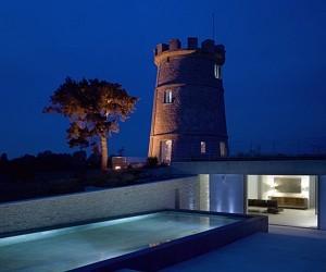 Round Tower House by De Matos Ryan