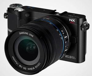 Samsung NX200 Camera