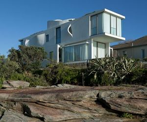 Seacliff House in Sydney by Chris Elliott Architects