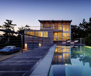 Seaside Home by Stelle Lomont Rouhani Architects
