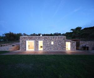 Seaside Single House in Tuscany by modostudio