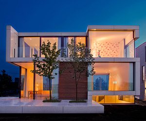 Single Family Home Combines Flowing Style with Simplicity