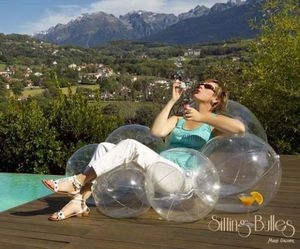 Sitting Bulles: A balloon packed lounger by Marie Galoyer