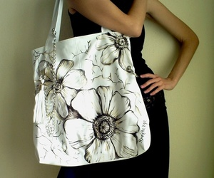 SiyahBeyazBags Wearable Art