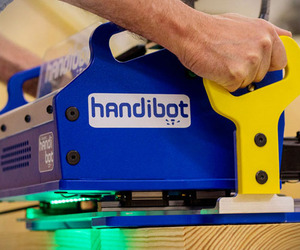 Smartphone Controlled CNC Mill | Handibot