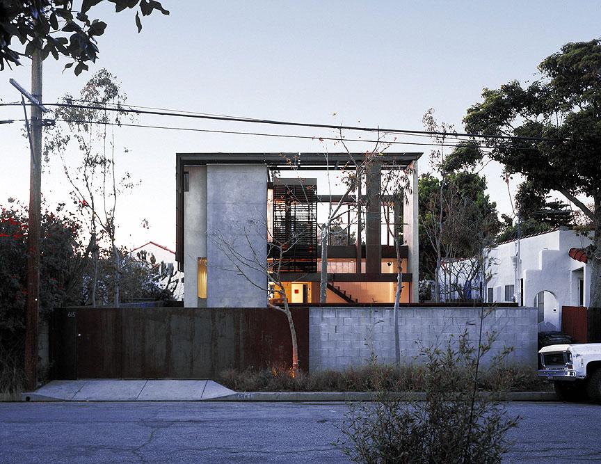 Solar umbrella residence by brooks scarpa architects for Solar architect