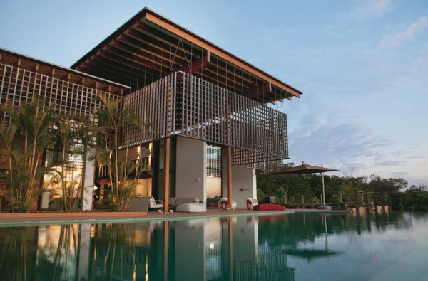 Brazilian villa with spectacular views by candida tabet - Residence secondaire candida tabet architecture ...