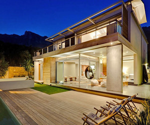 Spectacular contemporary villa in Camps Bay