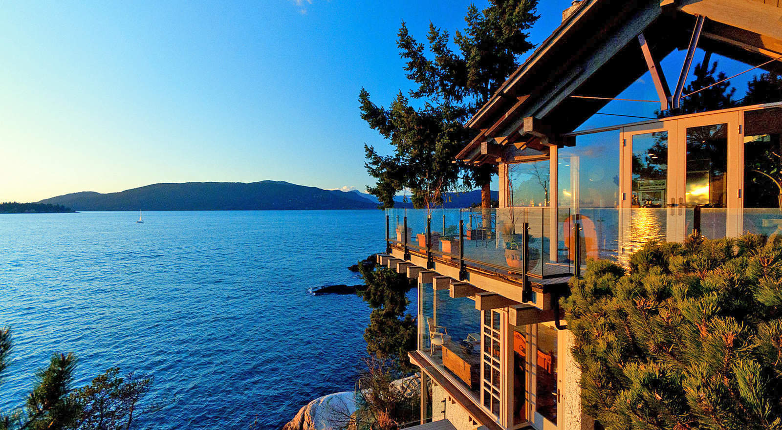 Spectacular lakefront dwelling in vancouver by paul merrick for Lake front houses