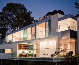 Sprawling Kafka Residence | Safdie Rabines Architects