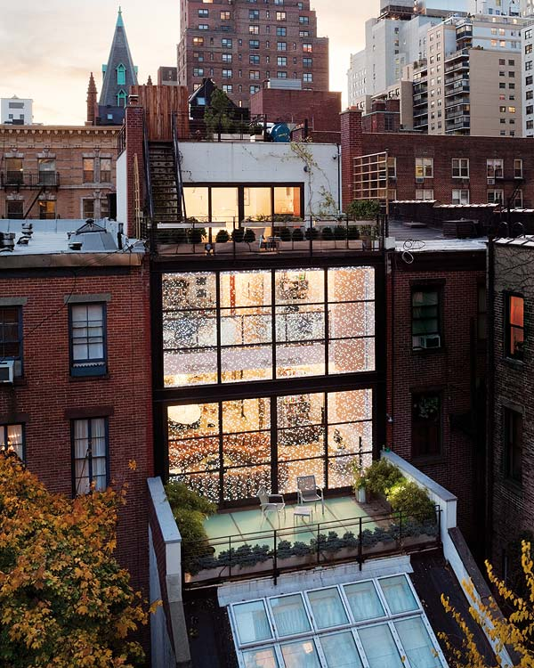 Steel and glass manhattan townhouse oda architecture for O kitchen city of dreams