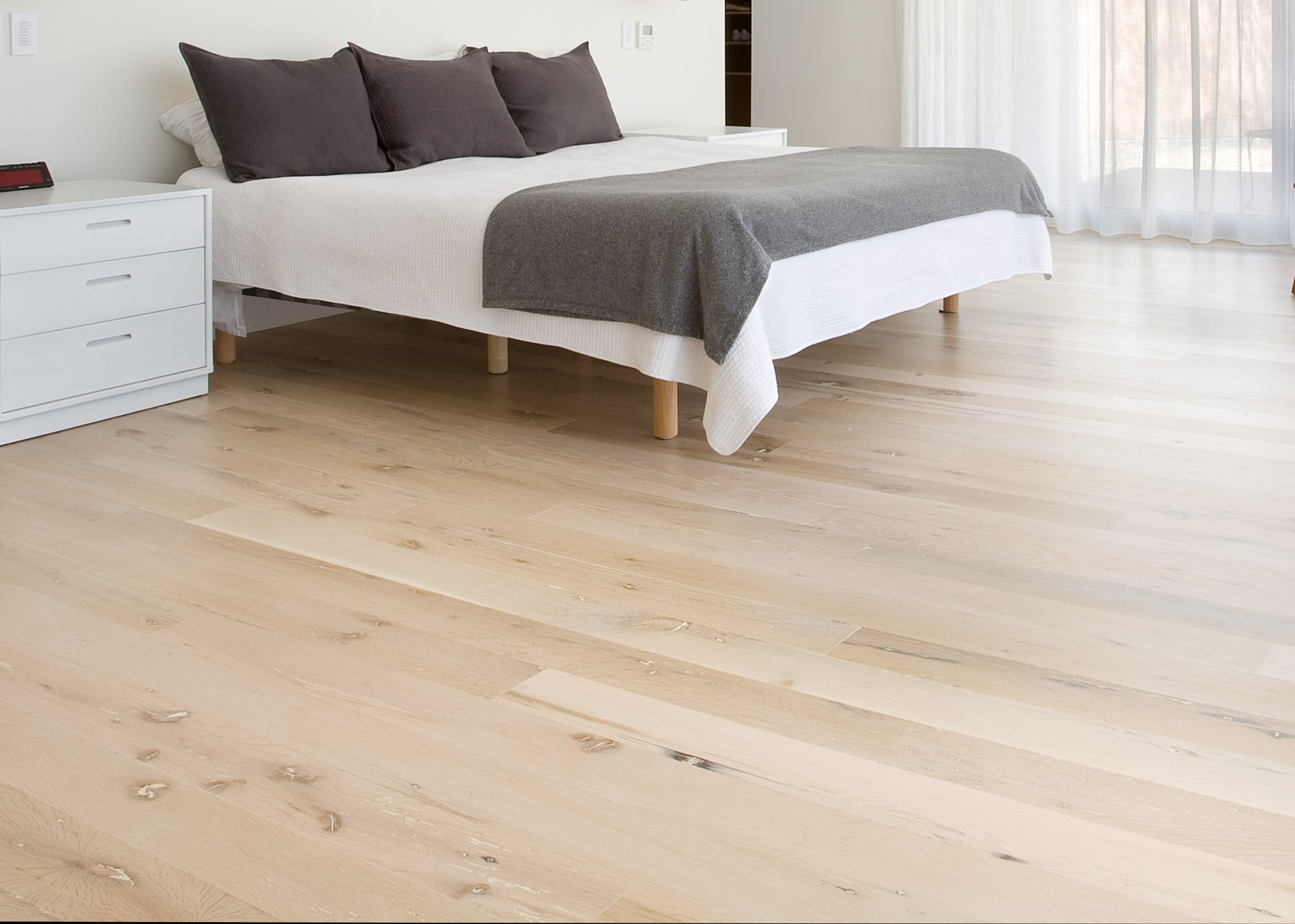 stunning hardwood flooring from reclaimed white oak timbers. Black Bedroom Furniture Sets. Home Design Ideas