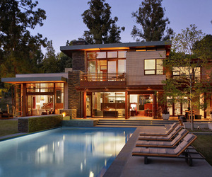 Stunning modern residence in Mandeville Canyon