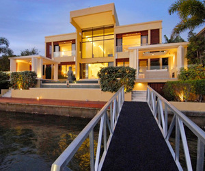 Stunning Paradise Waters Home in Australia