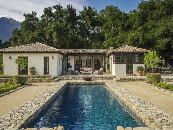 Stunning spanish style hacienda ranch in ojai for Spanish ranch style homes