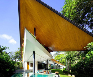 Stunning Winged Roof House by K2LD Architects